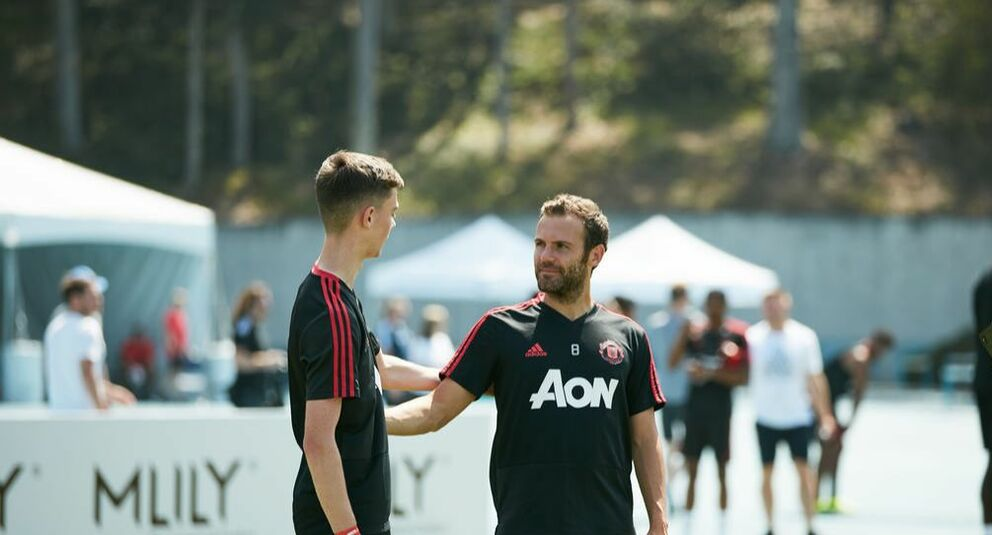 Picture TNFreestyle / Tom Nolan with Juan Mata in LA for Manchester United Training